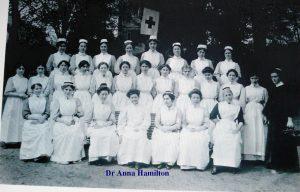 Docteur Anna Hamilton et ses élèves (1915)